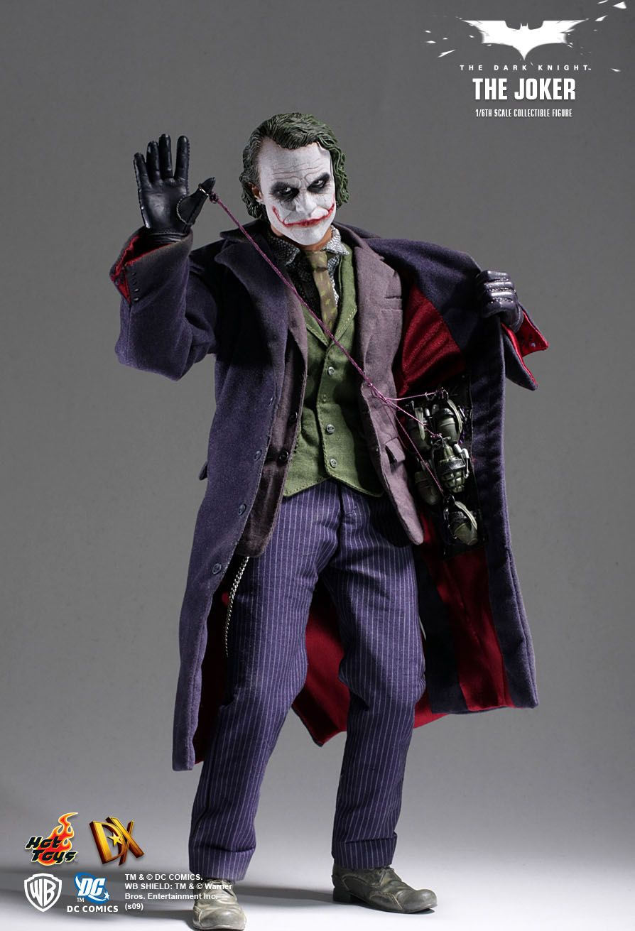 Hot Toys The Dark Knight The Joker 1/6th Scale Collectible Figure