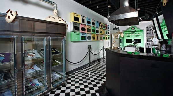Johnny Cupcakes LA Bakes The Last Batch